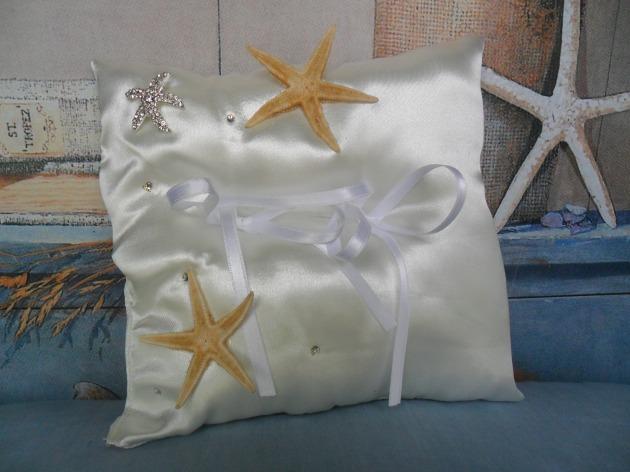 cuscinetto in raso con stelle marine e strass